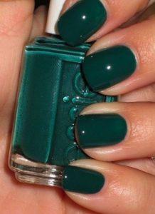 σκούρα πράσινα νύχια μεσαίου μεγέθους