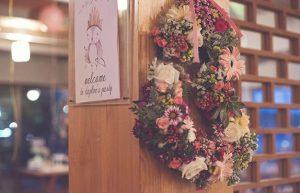 στεφάνι από λουλούδια