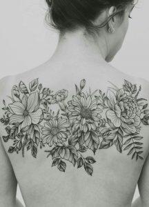 τατουάζ λουλούδια σε όλη την πλάτη