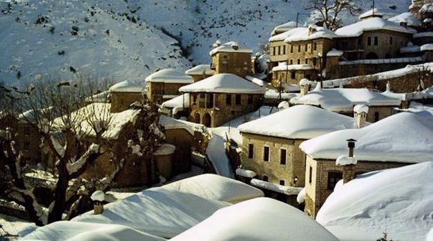 Τζουμέρκα χιονισμένα σπίτια