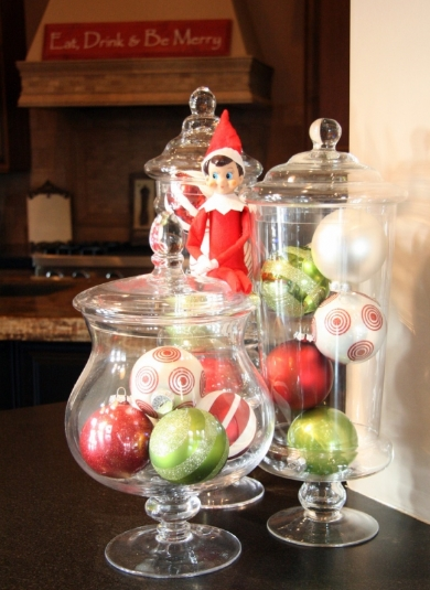 Χριστουγεννιάτικες μπάλε σε βάζα