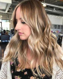ανοιχτές ανταύγειες μακρια μαλλιά