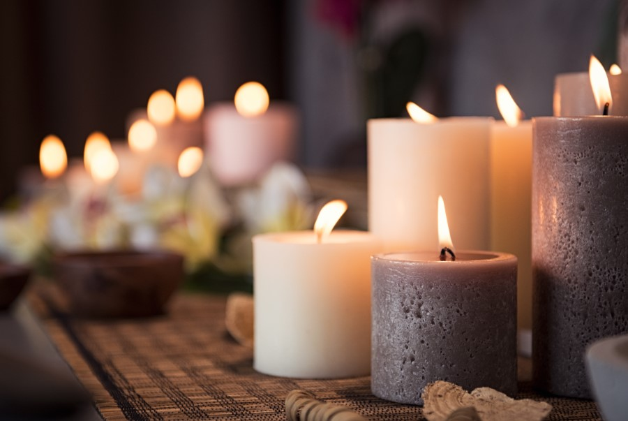 αναμμένα αρωματικά κεριά μυρίζει τέλεια σπίτι