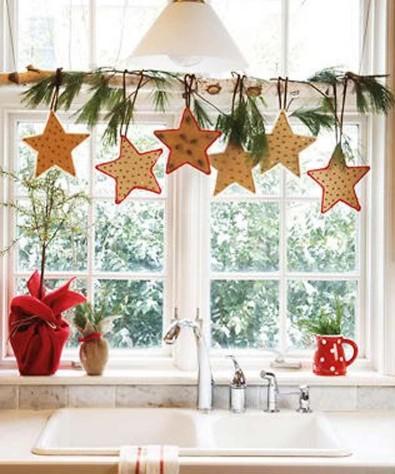 αστεράκια παράθυρο κουζίνας Χριστούγεννα