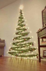 δέντρο Χριστουγέννων τοίχου από γιρλάντα