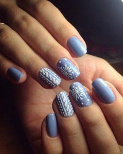 γαλάζια νύχια άσπρα ανάγλυφα σχέδια
