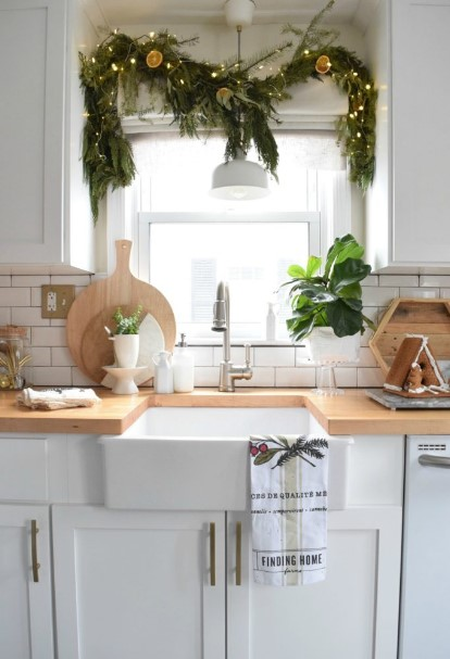 γιρλάντα παράθυρο κουζίνας Χριστούγεννα κουζίνα