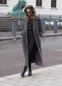 γκρι μακρύ παλτό μαύρα ρούχα