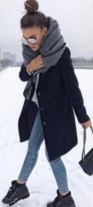 γκρι μπλούζα jean μαύρο παλτό