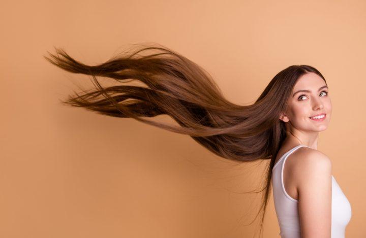8 Μυστικά για να φαίνονται τα μαλλιά σου πιο μακριά!