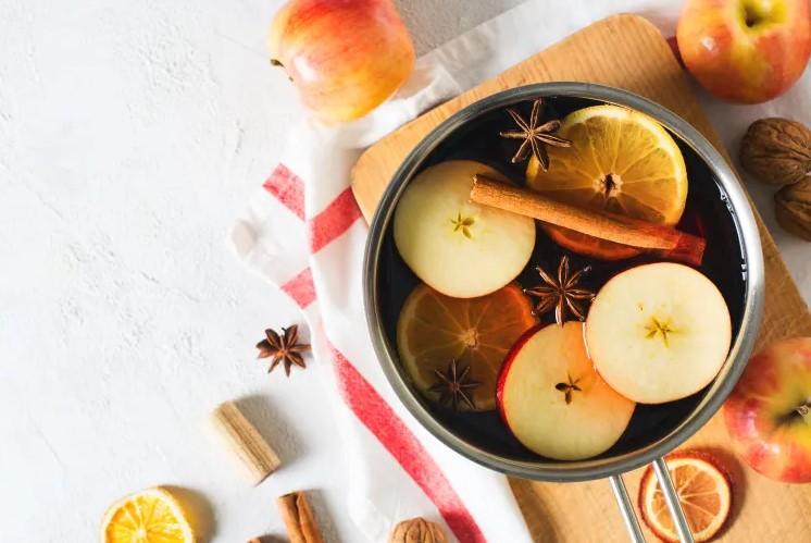 κατσαρόλα βράζυν κανέλα μήλο πορτοκάλι μυρίζει τέλεια σπίτι