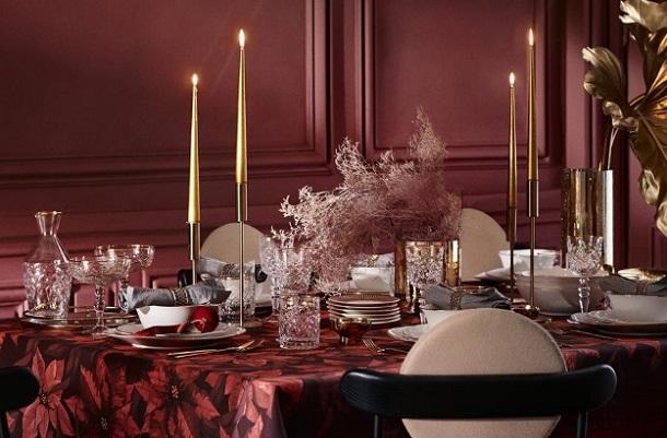 κόκκινο τραπεζομάντηλο Χριστουγεννιάτικο δείπνο