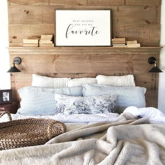 ξύλινο κρεβάτι με ψηλό κεφαλάρι βιβλία πίνακας