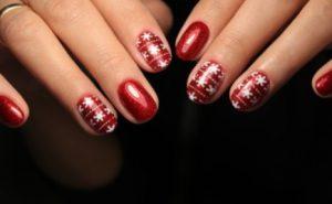 λαμπερά κόκκινα χριστουγεννιάτικα νύχια
