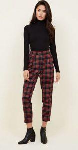μαύρο ζιβάγκο καρό κόκκινο παντελόνι μαύρο μποτάκι