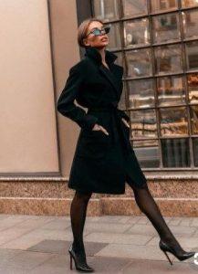 μαύρη γόβα μαύρο παλτό