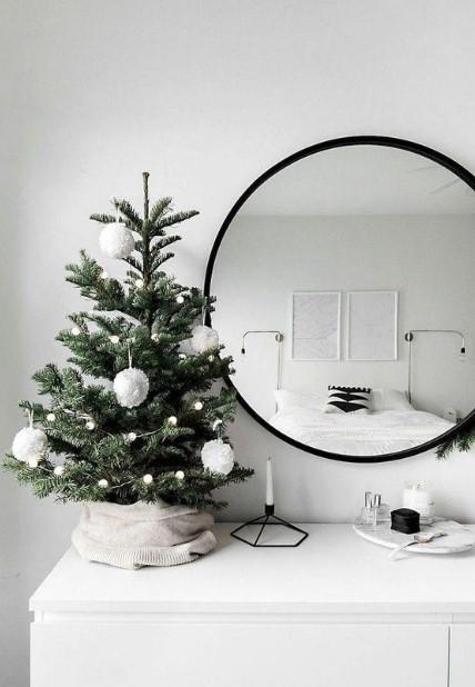 μικρό δεντράκι καθρέπτης συρταριέρα