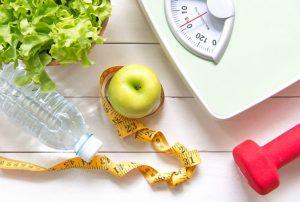 μήλο σαλάτα μεζούρα μπουκάλι νερό ζυγαριά βελτιώσεις μνήμη