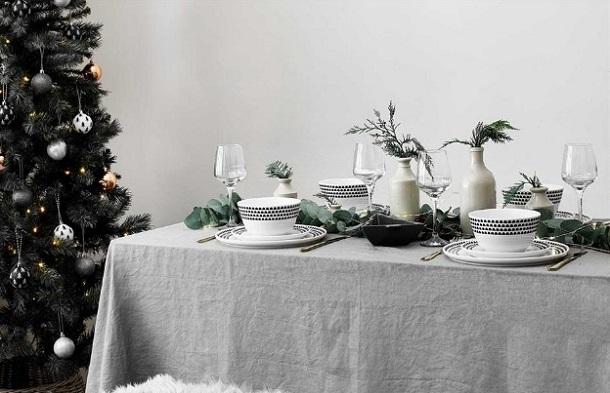 μίνιμαλ διακόσμηση τραπέζι Χριστουγέννων