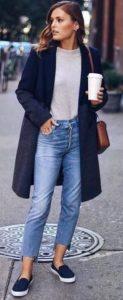 μπεζ μπλούζα jean μαύρο παλτό