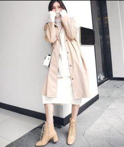 μπεζ μποτάκι με κορδόνι άσπρο φόρεμα trends Χειμώνα