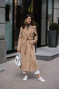μπεζ πολύ μακρύ παλτό