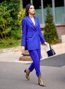 μπλε κοστούμι animal print μποτάκι
