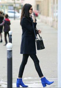 μπλε μποτάκια μαύρα ρούχα