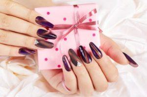 όμπρε μοβ νύχια