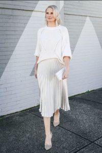 πλισέ λευκή φούστα συνδυασμός
