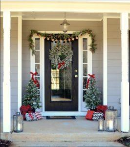 χριστουγεννιάτικη διακόσμηση πόρτας αυλής