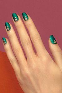 πράσινα νύχια χρυσός χιονάνθρωπος