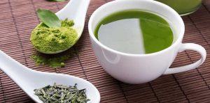 κούπα με πράσινο τσάι νεανικό δέρμα
