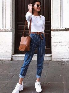 τζιν παντελόνι με ρίγα άσπρη μπλούζα