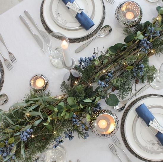 ρομαντική διακόσμηση χριστουγεννιάτικο τραπέζι