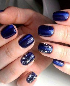 σκούρα μπλε νύχια αστέρια χριστουγεννιάτικα σχέδια νύχια