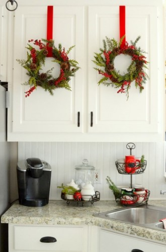 χριστουγεννιάτικα στεφάνια ντουλάπια