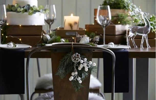 χριστουγεννιάτικη διακόσμηση καρέκλες
