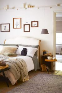 υπνοδωμάτιο κρεβάτι ξύλινο κομοδίνο