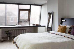 υπνοδωμάτιο κρεβάτι μονόχρωμο μοντέρνο