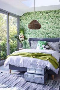 υπνοδωμάτιο κρεβάτι πράσινη ταπετσαρία