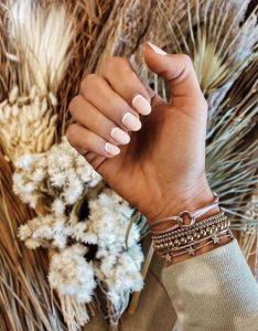 αντίστροφο γαλλικά νύχια άσπρο μοντέρνα γαλλικά μανικιούρ