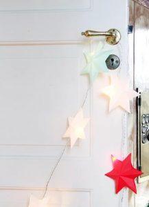 υτά τα απλά αστέρια είναι φτιαγμένα από χαρτόνι, είναι το ιδανικό μινιμαλιστικό Χριστουγεννιάτικο ντεκόρ για κάθε δωμάτιο!