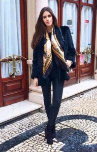 φουλάρι μαύρο με χρυσό γούνα