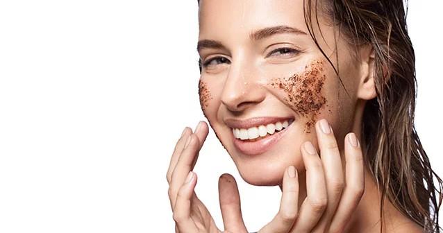 γυναίκα περιποίηση δέρματος scrub