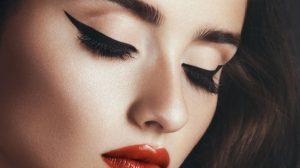 καλύτερες συμβουλές και κόλπα για γατίσιο eyeliner