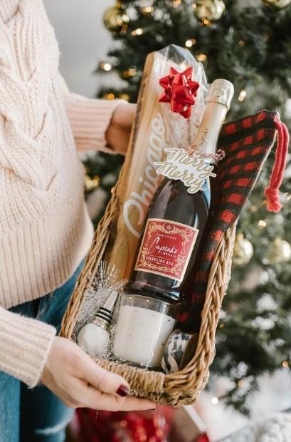 καλάθι με σαμπάνια δώρο καλεσμένη Χριστούγεννα