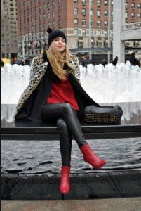 κόκκινα μποτάκια λεοπάρ παλτό