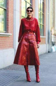 κόκκινη φούστα κόκκινες μπότες κόκκινο πουκάμισο κόκκινο Χριστούγεννα