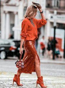 κόκκινη φούστα μίντι με παγιέτα κόκκινο πουλόβερ